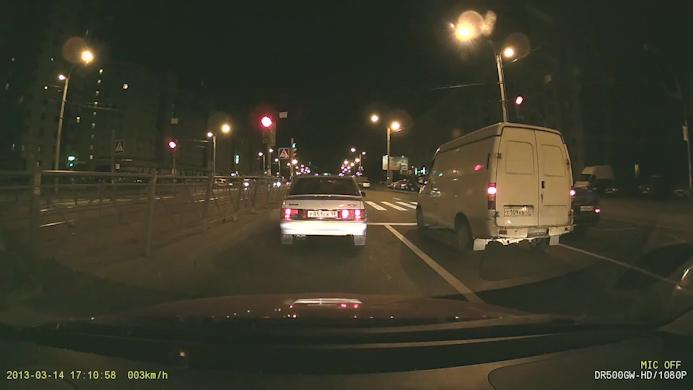 Скриншот с ночной видеозаписи автомобильным регистратором BlackVue DR500GW-HD Wi-Fi в формате FULL HD (1920х1080 пикселей)