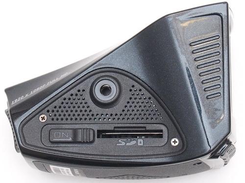 Автомобильный регистратор Akenori 1080 X - слот под карту памяти на верхней части корпуса