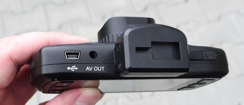 Кронштейн DOD LS460W оснащен вакумной присоской и механизмом быстрого снятия регистратора