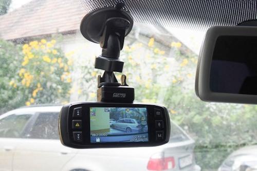 """""""DOD LS460W"""" — на лобовом стекле автомобиля — клик мышкой для просмотра в большем размере"""