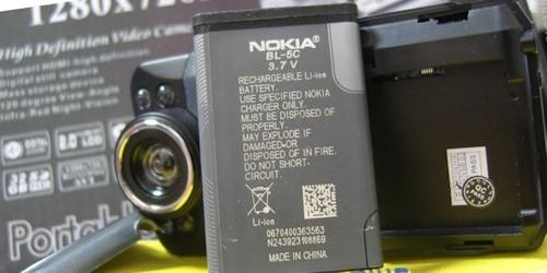 """В этом видеорегистраторе используется широко распространенный аккумулятор от """"Nokia"""""""