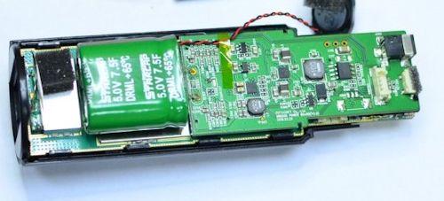 В этом видеорегистраторе установлен суперконденсатор на 7,5 Фарад вместо аккумулятора