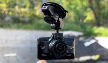 Бюджетный авторегистратор Digma FreeDrive 330 Black