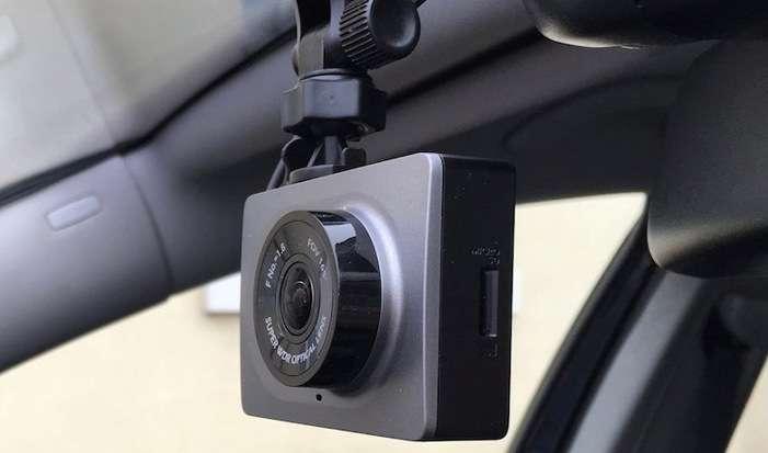 Видеорегистратор Xiaomi Yi CAR DVR