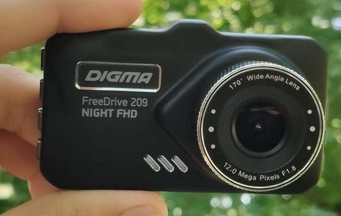 DIGMA FreeDrive 209 NIGHT FHD — автомобильный видеорегистратор бюджетного класса